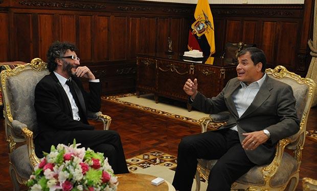 Rafael Correa recibe a cantautor argentino Fito Páez © Presidencia de la República del Ecuador