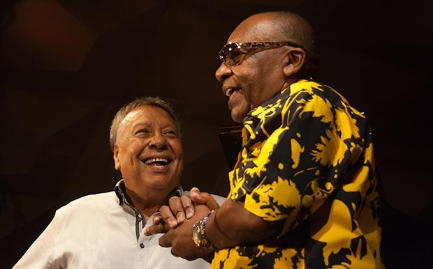 José Luis Quintana «Changuito» fue invitado por Moncho para tocar un tema con él, en el marco de sus actuaciones en el II Festival Ron Varadero del Bolero de Barcelona. © Xavier Pintanel
