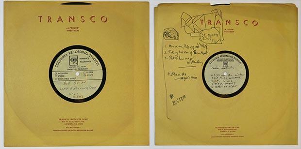 Dos de los disco de Bob Dylan hallados en un apartamento del barrio neoyorquino del Greenwich Village.