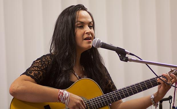 Paula Herrera en uno de sus conciertos en Europa. © Xavier Pintanel