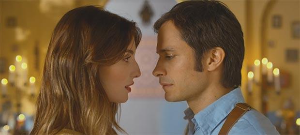 Fotograma del video «Ojos color sol» con María Valverde y Gael García Bernal.