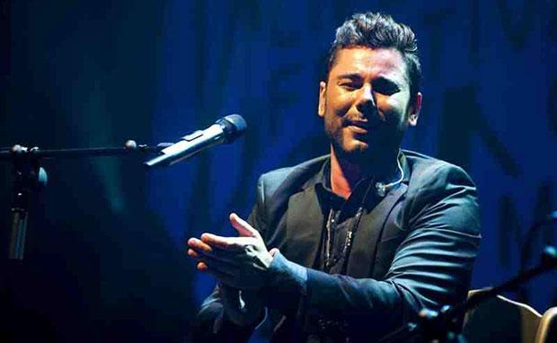 El cantaor flamenco Miguel Poveda, durante su actuación anoche en la 54 edición del Festival Internacional del Cante de las Minas. © EFE