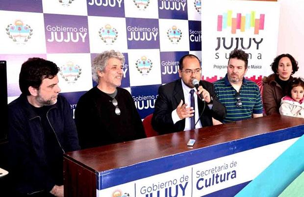 El Secretario de Cultura, Gonzalo Morales, en rueda de prensa acompañado por los productores artísticos Diego Zapico (Aqua Record), Javier Tenembaum (Años luz disco), el ingeniero de sonido Rafael Franceschelli y dos de los ganadores, Laura Chaker y Nando Díaz.