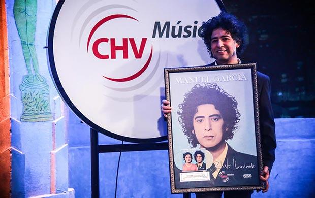 Manuel García recibe el Disco de Platino por «Retrato Iluminado».