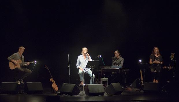De izquierda a derecha: Tony Carmona, Luis Eduardo Aute, Cope Gutiérrez y Cristina Narea. © Xavier Pintanel
