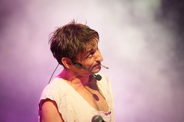 Albert Pla en la piel de Carlos Cuesta en «La colilla» © Xavier Pintanel