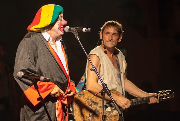 Tortell Poltrona cerró el concierto con un reggae, «Somos nada».  © Xavier Pintanel