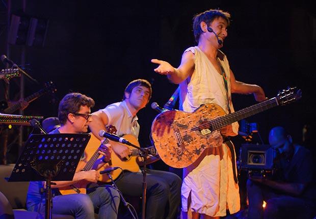 The Pinker Tones interpretaron con Albert Pla «Flor», una hermosa canción infantil. © Xavier Pintanel