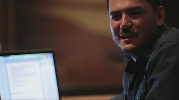 Ismael Serrano en un fotograma del primer capítulo de «Canciones para una recién nacida».