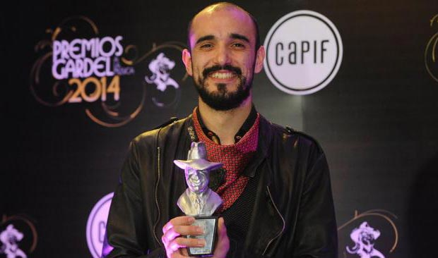 Abel Pintos recoge un Premio Gardel. © Ramiro Gómez/Télam