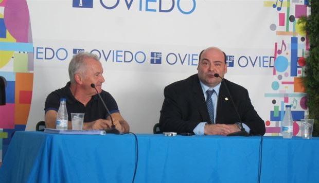 Víctor Manuel y el alcalde Oviedo, Agustín Iglesias Caunedo. © EP
