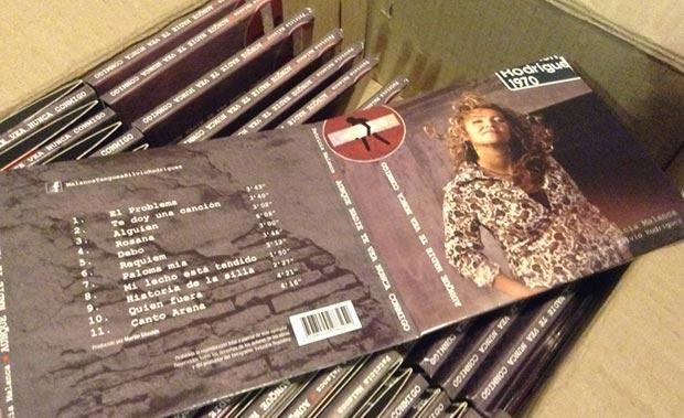 Ejemplares del disco «Aunque nadie te vea nunca conmigo. Malanca tanguea Silvio Rodríguez» de Patricia Malanca.