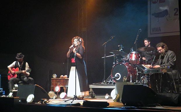 Celeste canta Antonio Machín © Isabel Llano