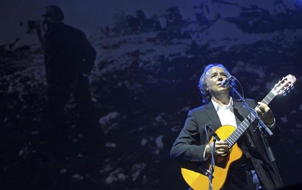 Joan Manuel Serrat en el homenaje a José Antonio Labordeta. © EFE