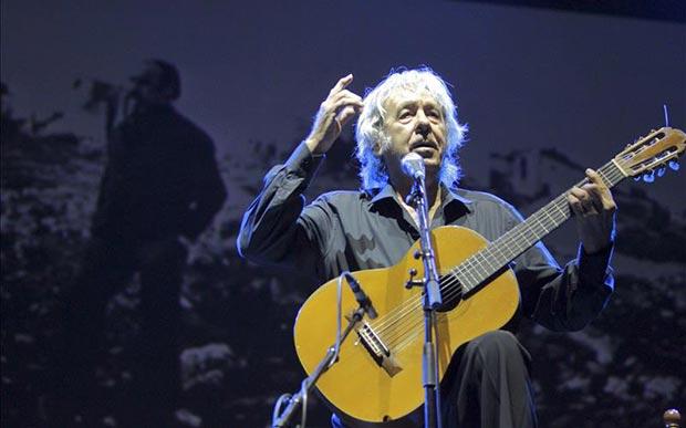 Paco Ibáñez en el homenaje a José Antonio Labordeta. © EFE