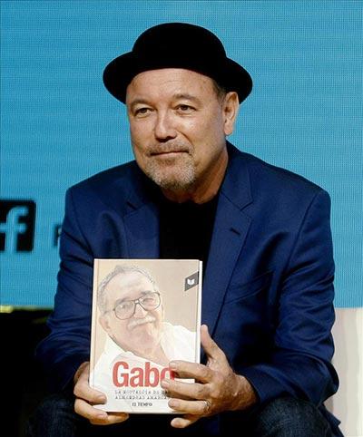 El cantante y compositor panameño Rubén Blades habla durante una conferencia en el marco de los Premios Gabriel García Márquez en Medellín (Colombia). © EFE