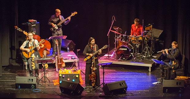 De izquierda a derecha: Diego Abarca, Juan Pablo Balcázar, Marta Gómez, Salvador Toscano y Pablo Andrés Giménez. © Xavier Pintanel