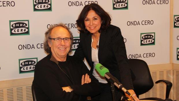 Joan Manuel Serrat e Isabel Gemio en el programa de radio «Te doy mi palabra» de Onda Cero. © GGF/ondacero.es
