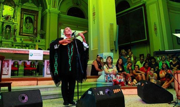 Jaime Torres en la presentación de la «Misa Criolla» en el Templo Parroquial de la ciudad bonaerense de Carmen de Patagones.