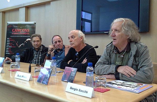 Presentación en la sede de la SGAE en Barcelona del CD «Cançons d'amor i anarquia» el pasado 6 de novembre. De izquierda a derecha: Joan Carles Doval, Pere Camps, Joan Isaac i Sergio Sacchi. © Xavier Pintanel