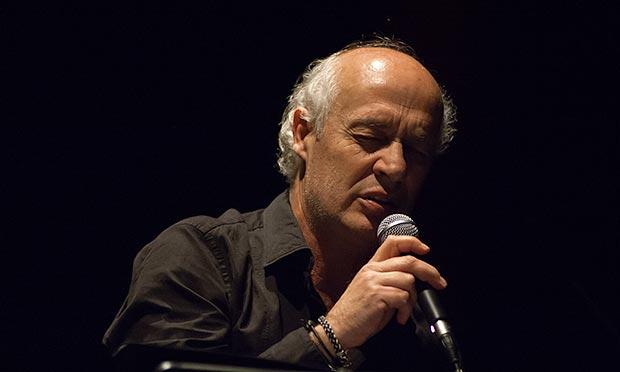 Joan Isaac canta «A Margalida». © Xavier Pintanel