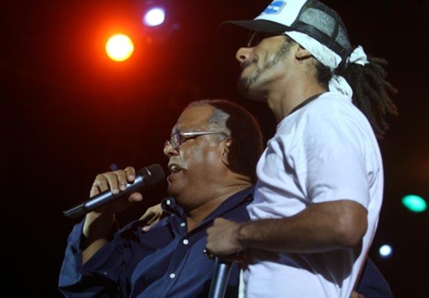 Pablo Milanés invitó a «Los Aldeanos» a cantar en su concierto de 2010 en la llamada Tribuna Antimperialista. © EFE
