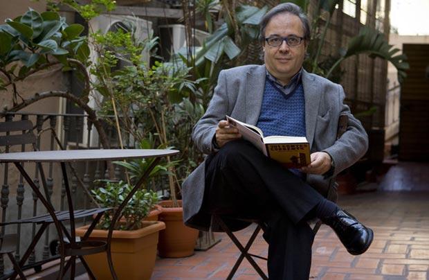 Joan Barril, en la presentación de su libro «201 contes corrents» en la librería Laie de Barcelona, en noviembre del 2009. © Joan Cortadellas/El Periódico de Catalunya