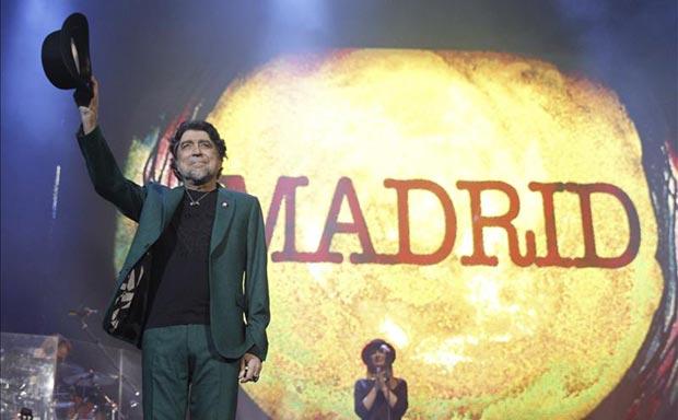 Joaquín Sabina, durante el concierto en el Barclaycard Center (antiguo Palacio de Deportes) de la Comunidad de Madrid. © EFE
