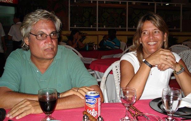 El trovador cubano Amaury Pérez y su esposa María Teresa González (Petí).