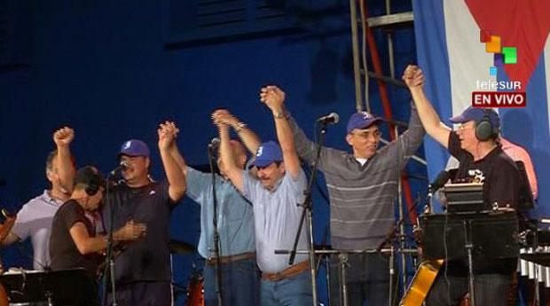 Silvio Rodríguez con «Los Cinco» en su gira por los barrios.
