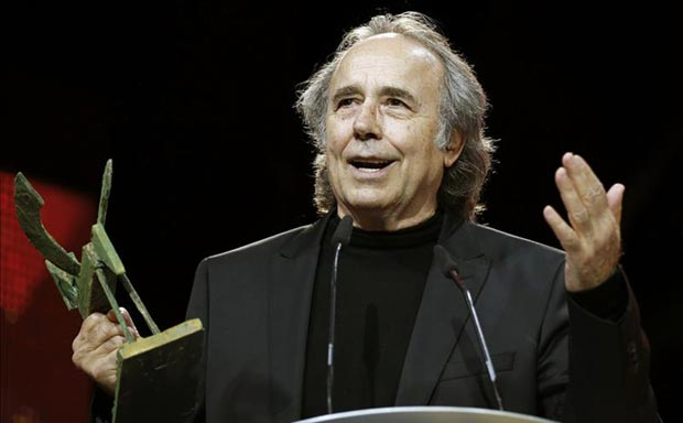Joan Manuel Serrat en la entrega de los premios Ondas. © EFE