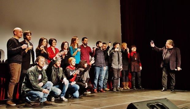 Todos los participantes brindan con Ramon Muntaner. © Carles Gràcia Escarp