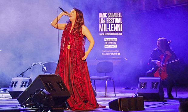 Dulce Pontes en el festival del Mil·leni 2015 © Carles Gràcia Escarp