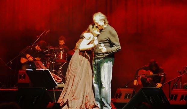 Joan Manuel Serrat, el invitado sorpresa del concierto de Dulce Pontes. © Carles Gràcia Escarp