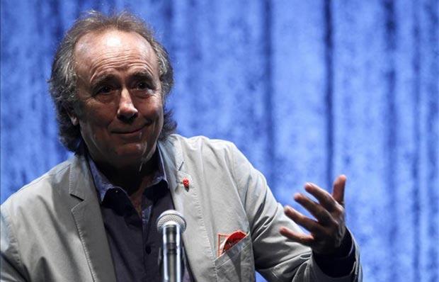 Joan Manuel Serrat habla en la sala Hugo Balzo de Montevideo (Uruguay) durante una rueda de prensa para el anuncio de su gira «Antología desordenada», que iniciará en Uruguay con una serie de conciertos. © EFE