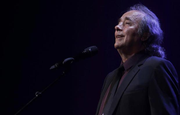 Joan Manuel Serrat en Auditorio Nacional del Sodre de Montevideo. © EFE