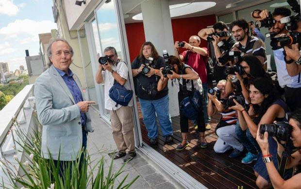 Joan Manuel Serrat en la rueda de prensa en Buenos Aires donde presentó los conciertos del teatro Gran Rex. © Kaloian Santos Cabrera