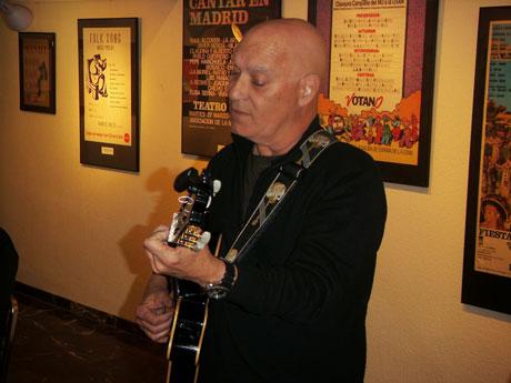 Vicente Feliú en la inauguración de la exposición «Y la palabra se hizo música. La canción de autor en España…». © Fernando G. Lucini