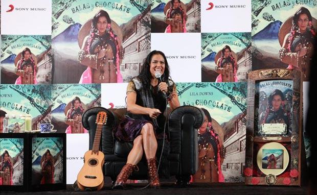 La cantante mexicana Lila Downs ayer, lunes 23 de marzo de 2015, durante la conferencia de prensa en la capital mexicana. © EFE