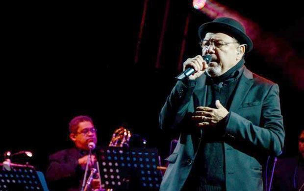 El cantante panameño Rubén Blades se presenta durante el Concierto por la Paz de Colombia en Bogotá (Colombia). © EFE