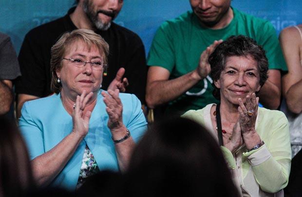 Michelle Bachelet e Isabel Parra. © Rodrigo Campusano/Consejo Nacional de La Cultura y las Artes