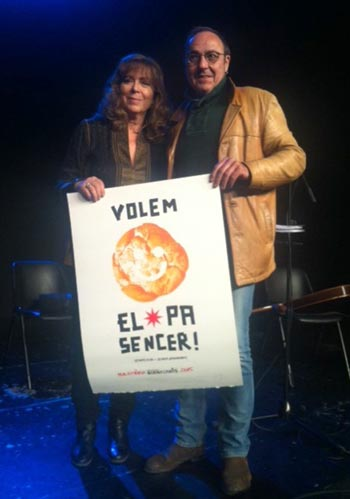 Pere Camps, director del festival BarnaSants, ha hecho entrega del premio a la trayectoria artística a Maria del Mar Bonet.