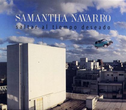 Portada del disco «Saltar al tiempo deseado», Samantha viajando en su Fiat Panda por el cielo montevideano.