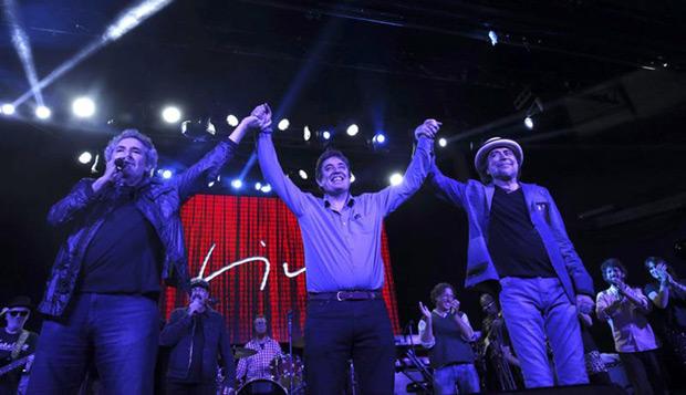 Miguel Ríos, Luis García Montero y Joaquín Sabina en el concierto de apoyo a Izquierda Unida (IU). © EFE