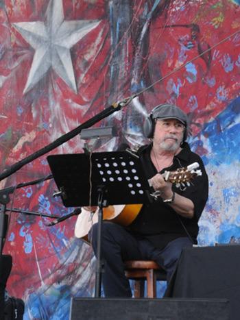 Silvio Rodríguez en la inauguración de la Cumbre de los Pueblos, Panamá. © Pepín