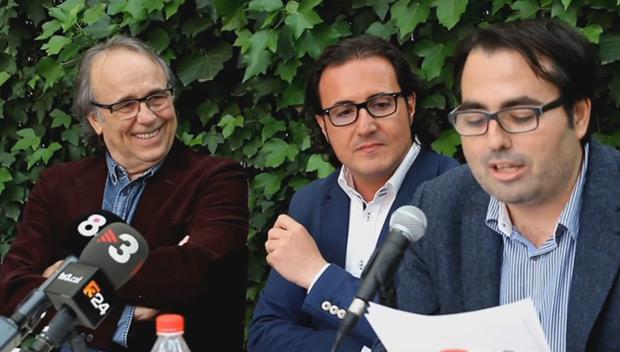 Joan Manuel Serrat, David Escamilla y Luis García Gil en la presentación de la novela «Palabras de amor».