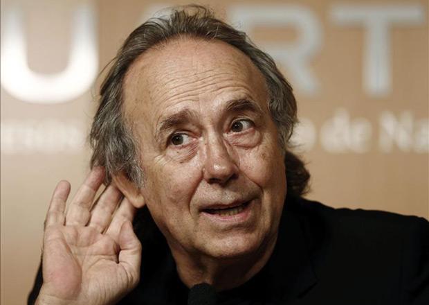 Joan Manuel Serrat en rueda de prensa previa al concierto que esta noche protagoniza en Pamplona para celebrar sus 50 años sobre los escenarios. © EFE