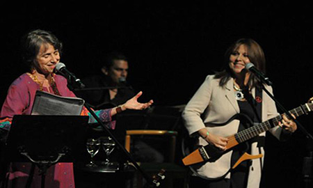 Cecilia Todd y Liuba María Hevia en el concierto de ayer.