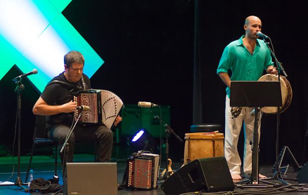 Kepa Junkera acompañó a Juan Iñaki en una brillante interpretación de «Vidala del nombrador». © Xavier Pintanel