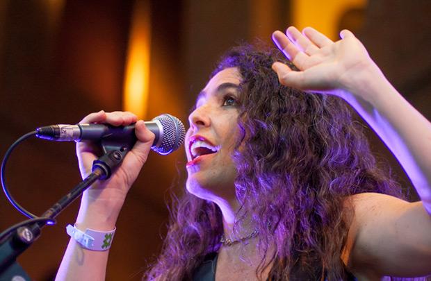 La mexicana Estusha propone una fusión de rock y jazz con la música de las culturas ancestrales mexicanas. © Xavier Pintanel